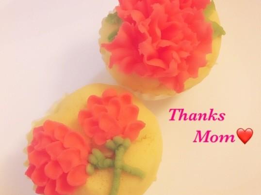母の日にあんフラワーケーキのカーネーションの画像
