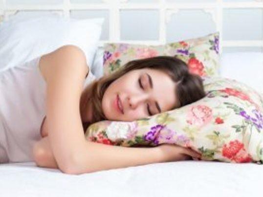 質の良い睡眠のためのアロマテラピーとヨガの画像