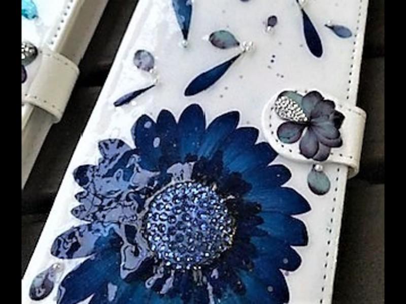 初心者の方も作れます押し花&スワロフスキーのオリジナルスマホカバーの画像