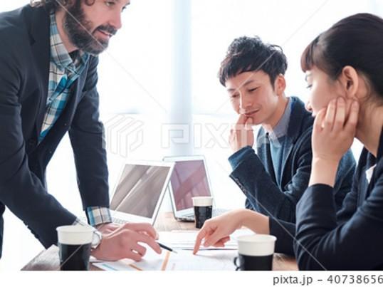 【できるリーダは施策案にとびつかない】要因を把握して対策する思考法の画像