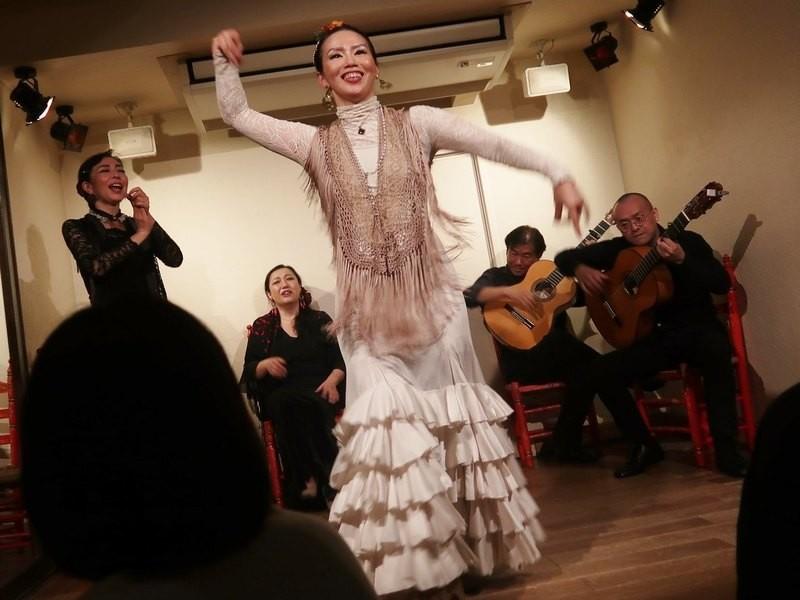 フラメンコ「タンゴ」を踊るクラスの画像