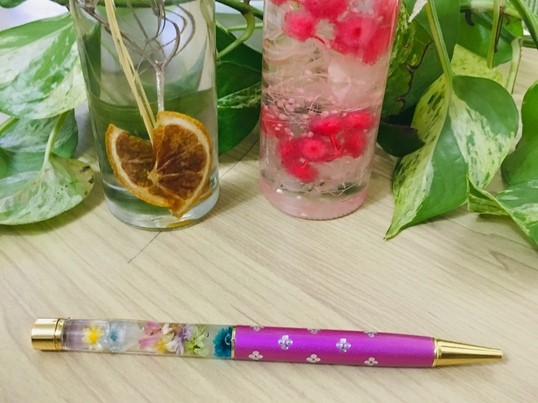 出張も可能!恋愛運をあげるキラキラハーバリウムボールペンを作ろう!の画像