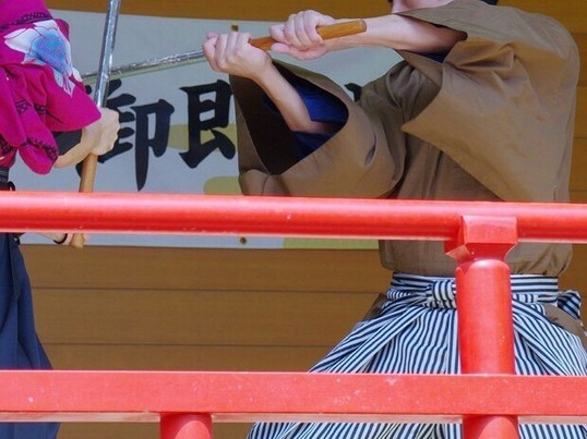 木刀でポージング講座。かっこよく構えて剣士になろう。の画像