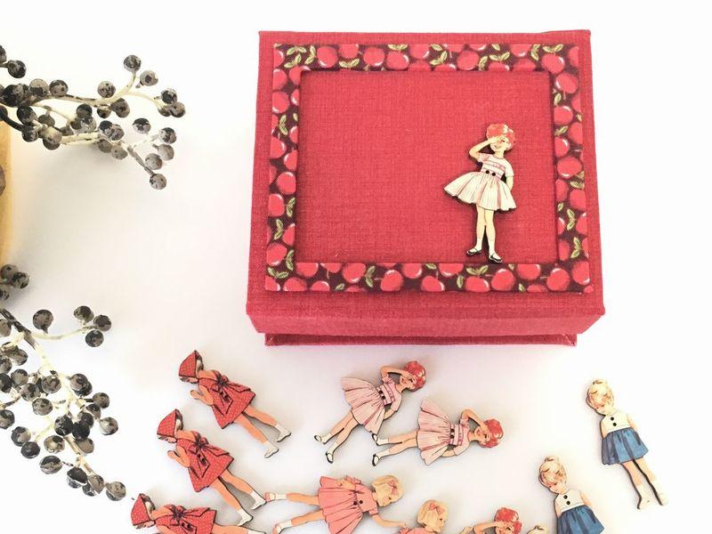 ボヌール・ドゥ・ジュール のボタンで飾るマグネットボックスの画像