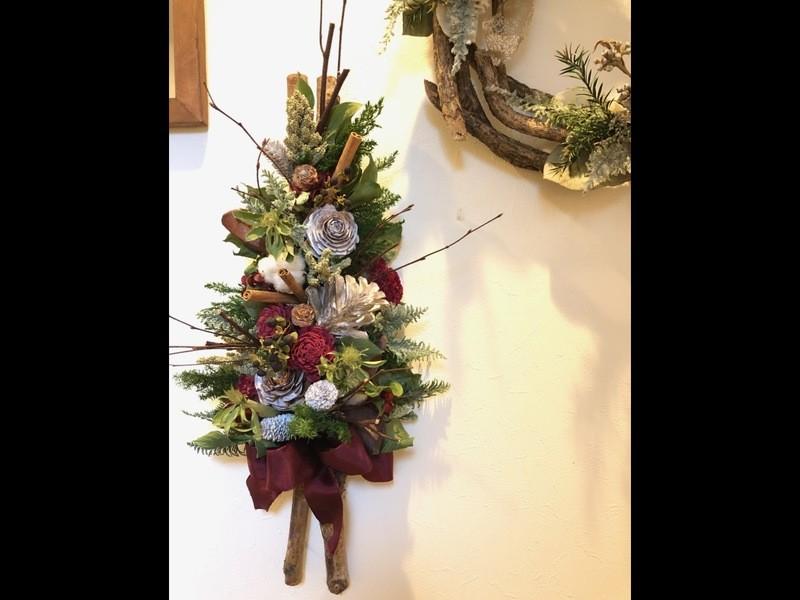白樺の枝で壁掛けクリスマスツリーを作りましょうの画像