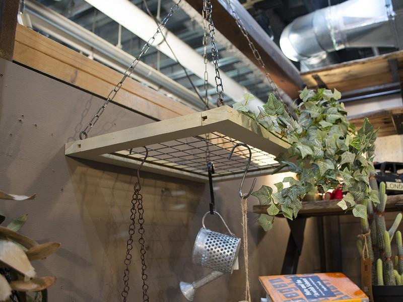 ほっこり冬のおうちカフェ④グリーンや雑貨を飾るハンギングラックの画像