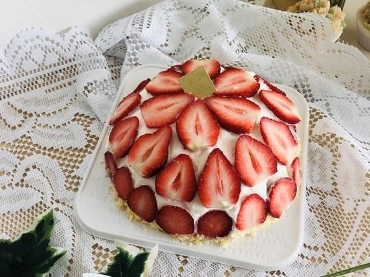 初心者でもこの出来映え!苺のドームケーキ☆1台お持ち帰りの画像