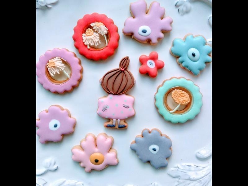 北欧風の女の子のアイシングクッキーの画像