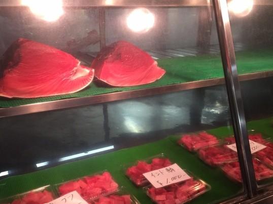 築地場外市場でマグロをブロック買い~包丁さばきと寿司にぎりの画像