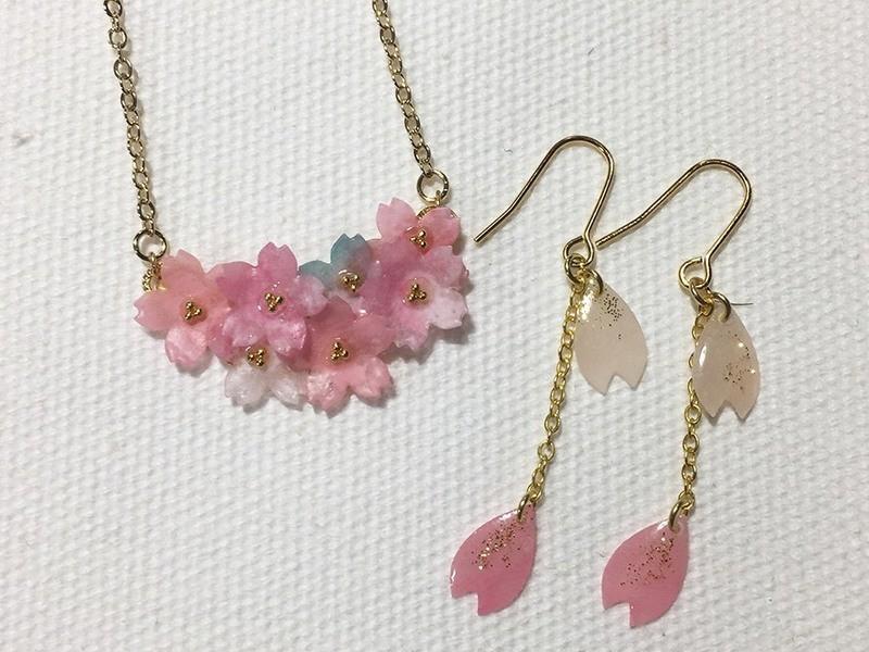 和紙で作る桜レジンアクセサリーの画像