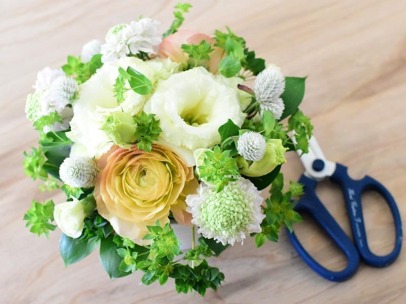 お花の選び方や飾り方、お手入れの仕方のワークショップ。の画像