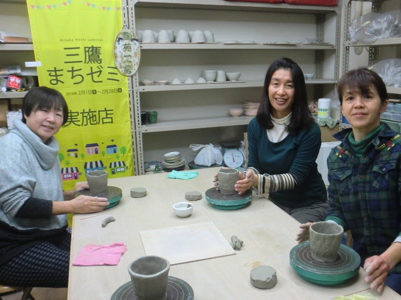 手びねりも絵付けも1日で体験できる陶芸教室(約90分)の画像