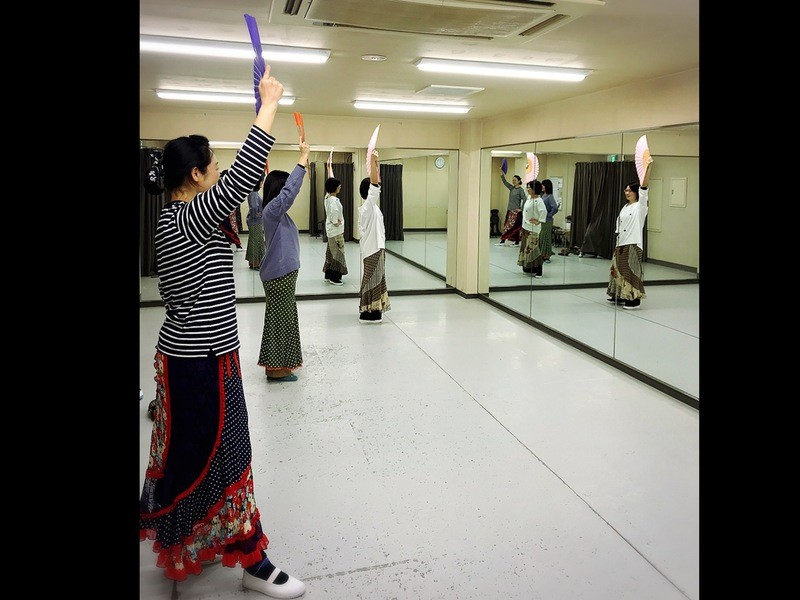 気軽に参加 体験レッスン 扇子を使って優雅に舞うフラメンコの画像