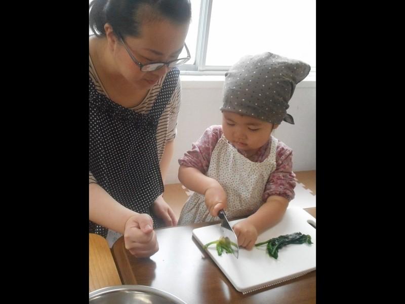 【体験】2歳から参加できる子供の「やりたい!」を見守る親子料理教室の画像
