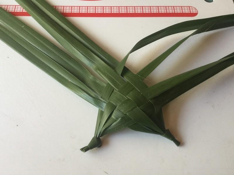 素朴なオブジェ!「草編み立方体・サイコロ」の画像