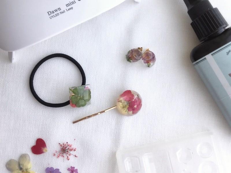 本物のお花を使って大人可愛いアクセサリー作り*レジンキット付きの画像