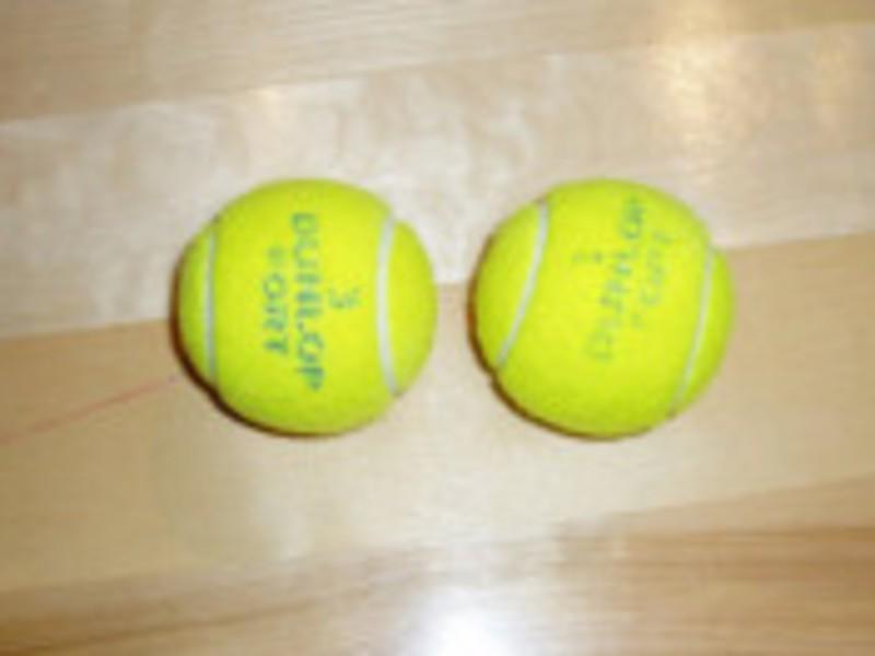 テニスボールを使い猫背・肩こり改善ツボ押し&マッサージ&ストレッチの画像