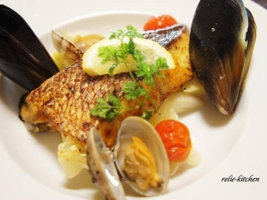 魚の調理法を学ぶ 白身魚のポアレとホタテのムースのスープの画像