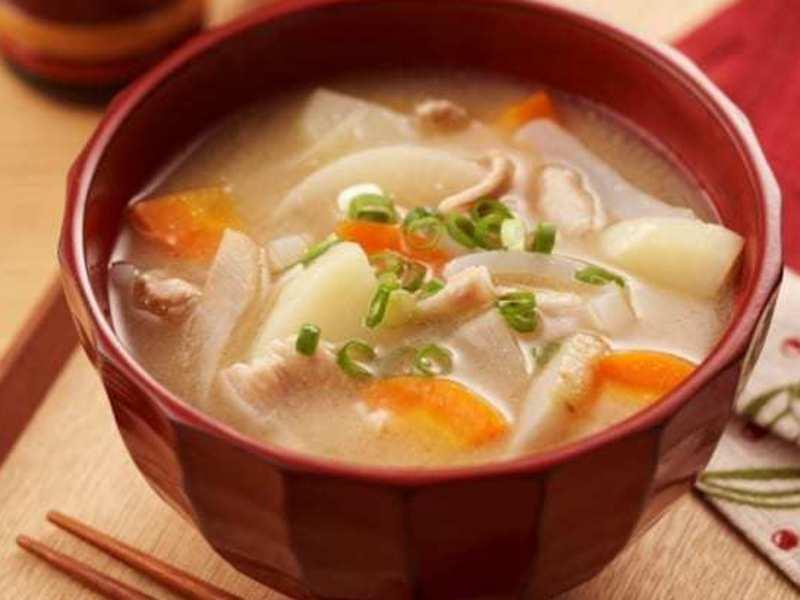 定番・基本の家庭料理(しゃきしゃきレンコンのつくね・具沢山豚汁)の画像