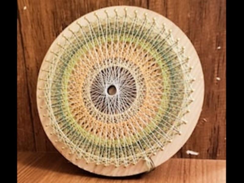 香る糸かけ曼荼羅(まんだら)の画像