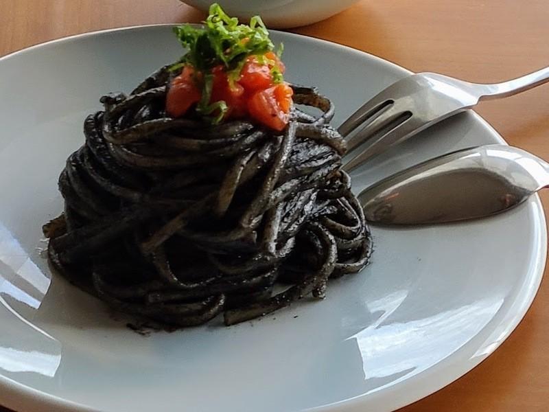 【オンライン】家庭料理のプロと作ろう!黒ごま香るブラックパスタの画像