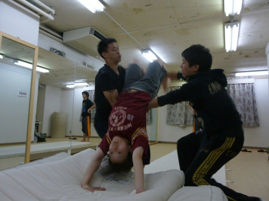 【はじめてのアクロバット】休日昼にバク転を跳ぼう! の画像