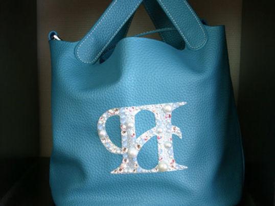 スワロフスキーデコシートで普段持ちバッグが特別なバッグに‼の画像