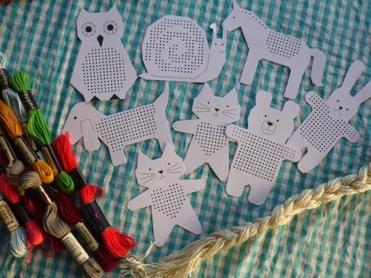 小学生の手芸教室~紙に刺しゅうをしてクリスマスカードを作ろう!~の画像