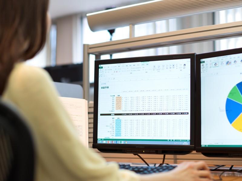 ビジネスマン必須のExcelデータ分析の画像