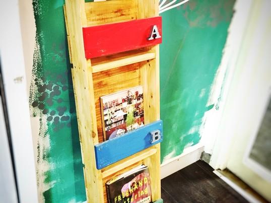 女子DIYの教科書発売♪ラダー型ブックシェルフの画像