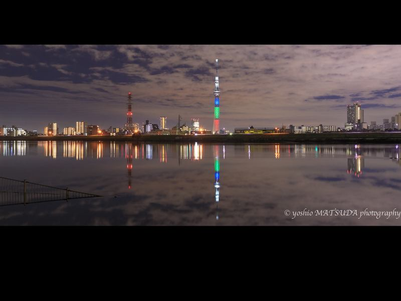 マル秘スポットで撮る夕暮れの幻想的な東京スカイツリーの画像