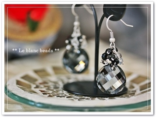 スワロフスキー社製クリスタライズガラスを使ったエレガントなピアスの画像