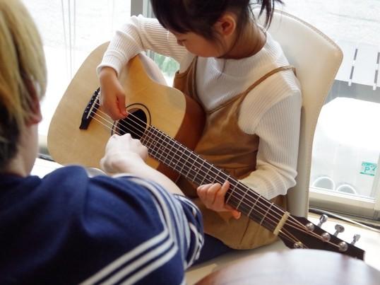 ギターを持っていなくてもOK!現役ギタリストが教えるギターレッスンの画像