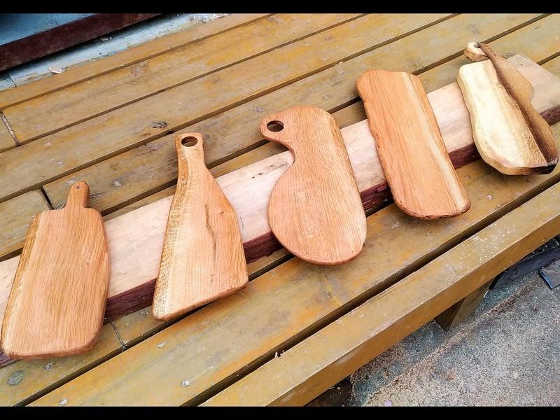 多摩の里山から切り出した銘木カッティングボード作りの画像