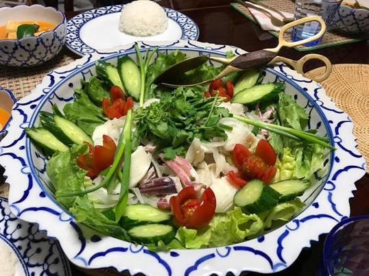【タイ料理入門編】鶏肉のレッドカレーとイカのサラダを作ろう!の画像