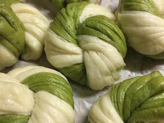 おしゃれな花巻 ⭐️( 銀絲花巻) と 中国葱パイ⭐️(葱油餅)の画像