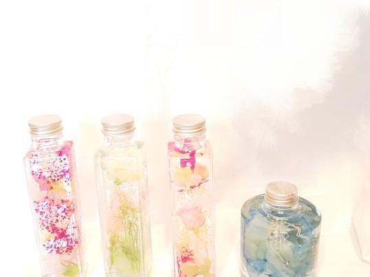 お花、お色が選べてオリジナルハーバリウムとボールペン講座の画像