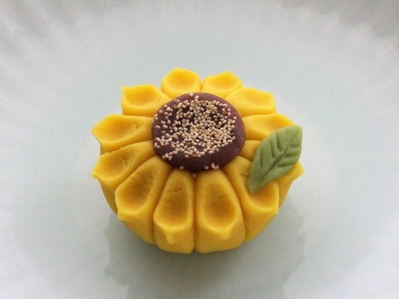 【限定講座】夏の和菓子作りに挑戦!愛らしい「金魚」と「ひまわり」の画像