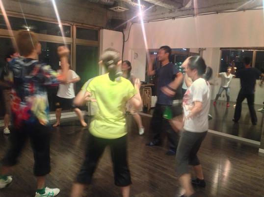 簡単振付で1曲踊れる!ストリート・ラインダンスの画像