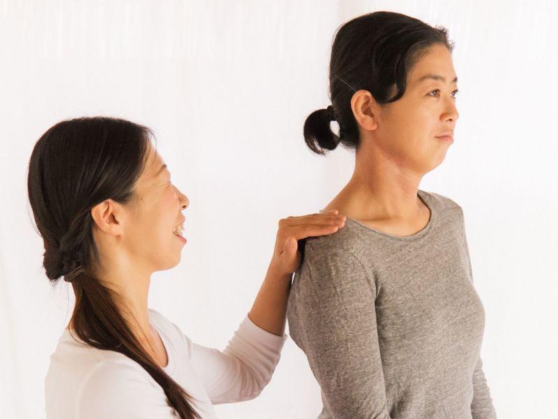 猫背・内巻き肩をリセット〜本来の肩の位置〜知れば変わる姿勢の教室の画像