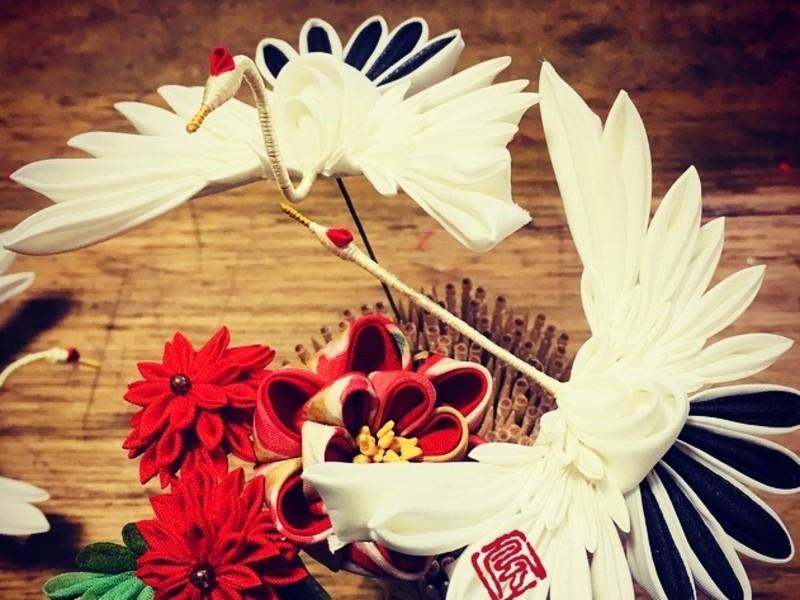 伝統工芸つまみ細工: 鶴の画像