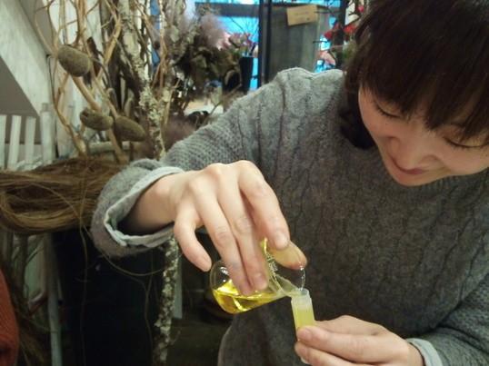 「ミツロウで作るリップスティック」の画像