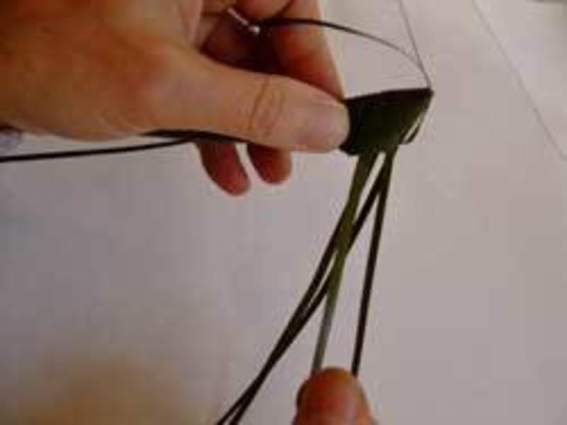 草玩具の王様「草バッタ」を編むの画像