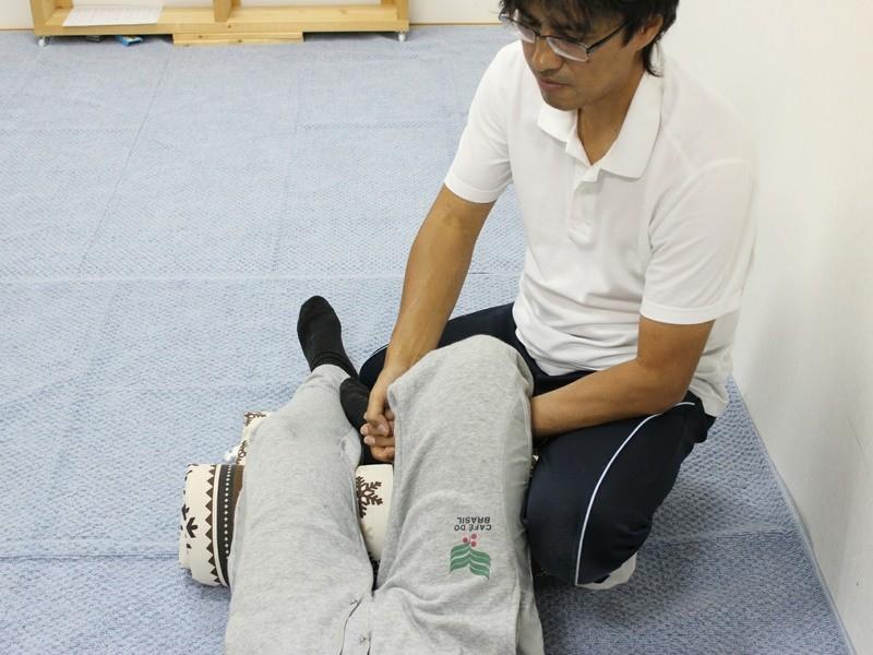 赤ちゃんの股関節を柔らかくする他動的運動をお教えします。の画像