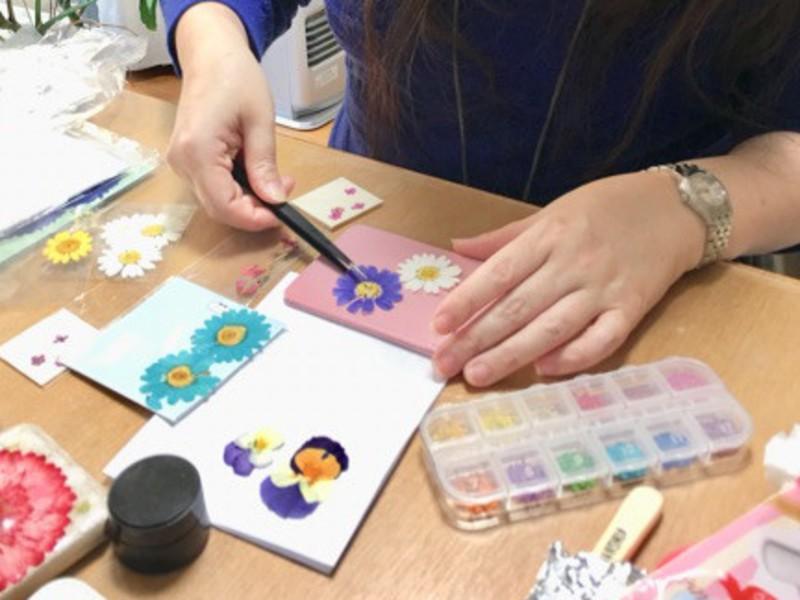 美しい押し花を使ってパスケースを作ろう!の画像