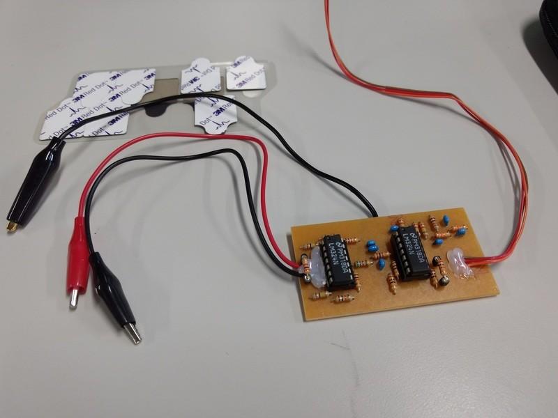 筋電位センサの仕組みを作って解明する体験型講座の画像