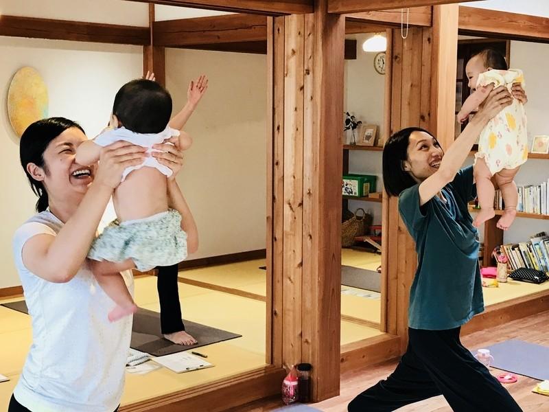 【京都右京区】英語でベビー&ママヨガ!聴いて、歌って、英語の耳に!の画像