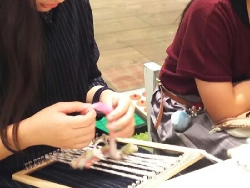 全く縫わないで出来る!木枠で織るキーケースの画像