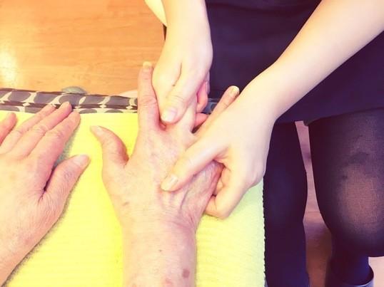 《心療内科ケアセラピストが教える》家族を癒す手足トリートメントの画像