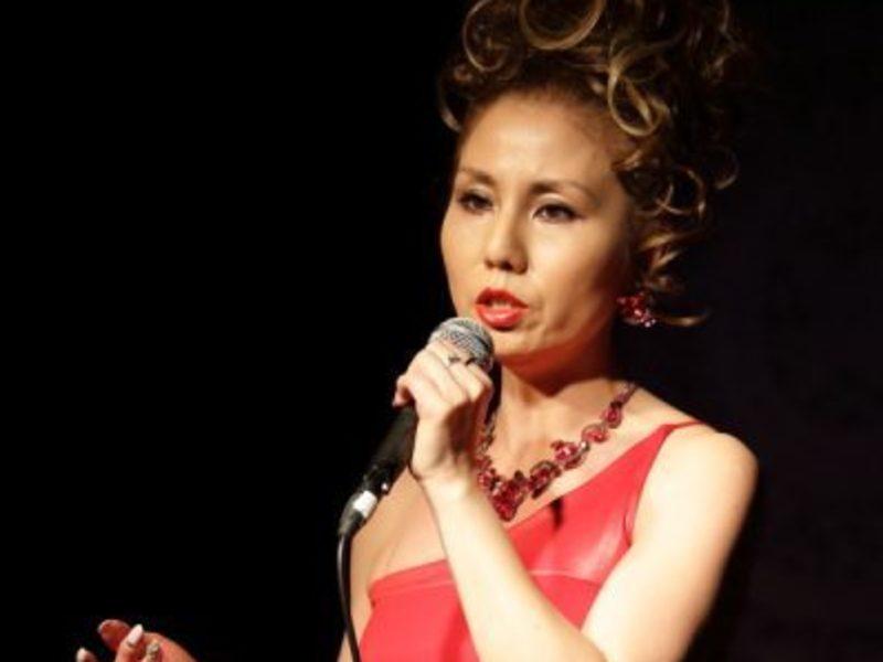 コロコロ変わるステージ照明で撮ろう☆女性歌手に喜ばれる撮影法の画像
